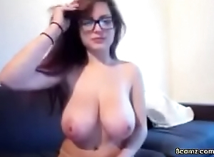 Sexy Coddle with big tits and glasses (8camz.com)