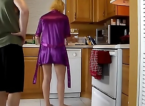 Mature stepmom fucked respecting the kitchen
