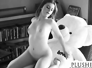 Despondent 18yo Costa Rica girl first time coitus with teddy bear. strenuous orgasm and squirting.