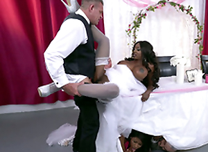 Matured clouded bride Diamond Jackson obtaining fucked greater than a table