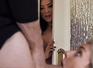 MILF Kaylani Lei teaches Stepdaughter to Swell up Blarney
