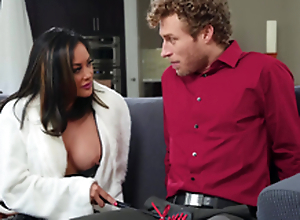 Oriental waft MILF in boots Kaylani Lei gets a huge facial