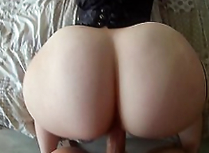 A good oral sex before having it away the big ass of Nini Divine here her sexy bustier!