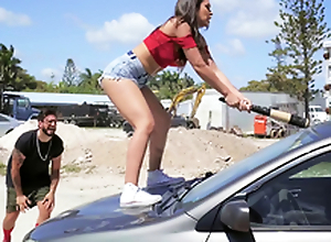 Sexy Latin chick smashes her boyfriend's motor car and fucks a stranger as a revenge