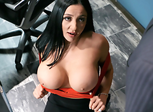Emergency Hawkshaw Distraction Featuring Audrey Bitoni - Brazzers HD