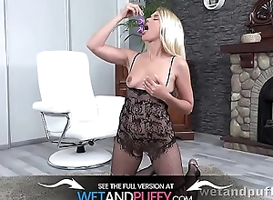 Wetandpuffy - Distended pussy law be incumbent on horny blonde Delphine