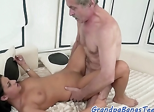 Cockriding eurobabe jizzed on pussy wide of oldman