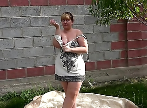 Anal masturbation in the communal outdoors, a bbw is entertained with a sex toy with the addition of shakes a big booty.