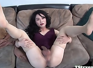 Auditioning t-girl unsustained their way cock