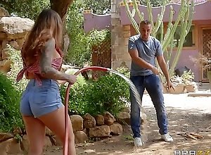 BRAZZERS - The Cum-Soaked Gardener - Karmen Destiny &amp_ Keiran Lee - Video Full online HD -&gt_ http://zo.ee/4xLSN