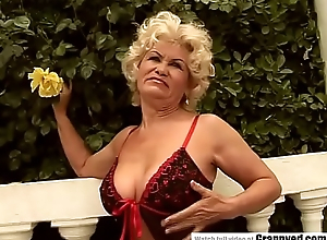 Old unladylike Effie gets blowbanged by 4 guys